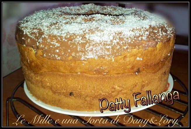CHIFFON CAKE ALLO YOGURT E GOCCE DI CIOCCOLATO, CON GLASSA DI NUTELLA E COCCO