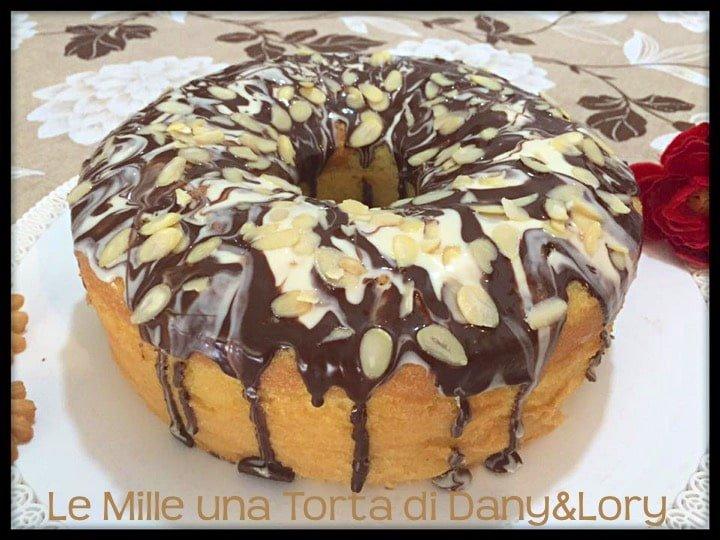 CHIFFON CAKE CON GLASSA AL CIOCCOLATO E MANDORLE