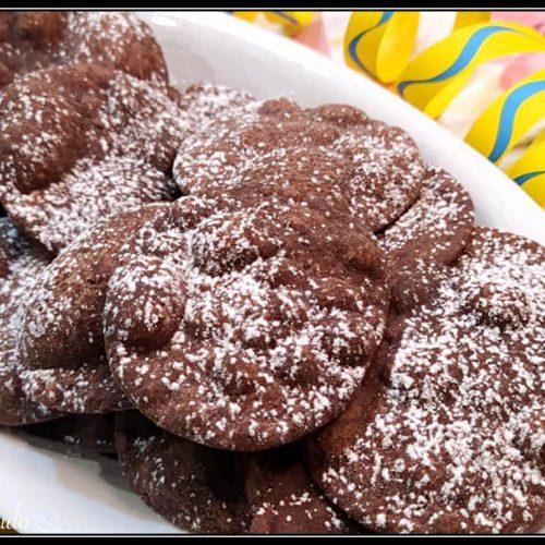 chiacchiere al cacao: croccanti, profumate e piene di bolle