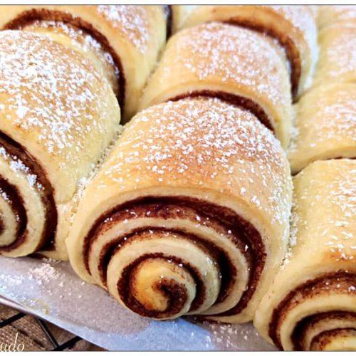 pan rolls soffici brioche con un vortice di profumatissimo cacao